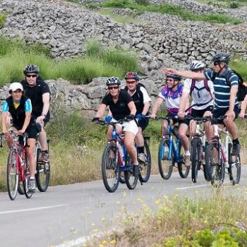 cycling-tour-group-cycling