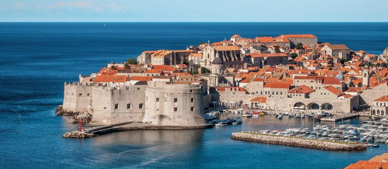 the city of Dubrovnik and the walled city on a Dubrovnik sailing itinerary