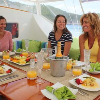 gourmet-sailing-dining-on-a-yacht